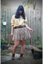 yellow shirt - brown belt - brown shoes - brown skirt