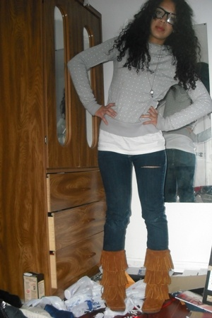 H&M sweater - Urban Outfitters jeans - Hanes t-shirt - Minnetonka boots