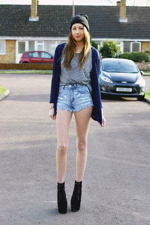 Primark shirt - Hidden Fashion boots - Primark hat - denim shorts Boohoo shorts