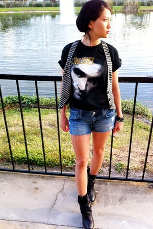 black morrissey vintage t-shirt - black leather ecote boots