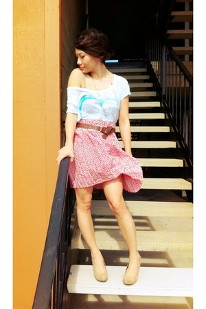 red pleated vintage skirt - light blue American Eagle t-shirt