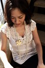 Ivory-pearl-premier-necklace-off-white-lace-abercrombie-and-fitch-top