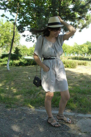 Zara dress - New Yorker hat - Debenhams purse - Volcom Stone belt - Gaz it shoes