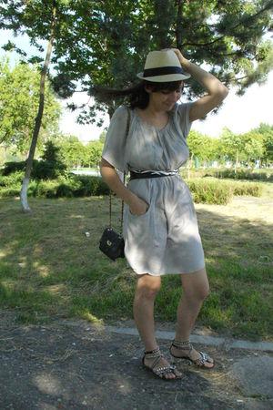 Zara dress - New Yorker hat - Debenhams purse - Volcom Stone belt - Gaz it shoes