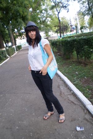 black H&M jeans - blue Vans purse - silver Gaz it shoes - gray Stradivarius hat