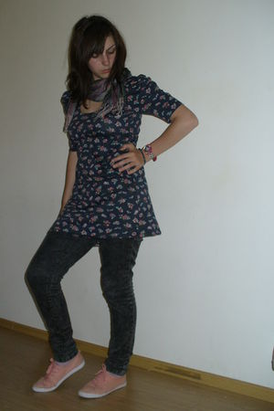 Dorothy Perkins dress - Zara jeans - H&M shoes - Swatch accessories - Gift from