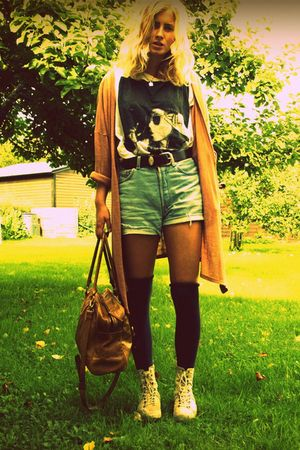 Monki cardigan - H&M t-shirt - Levis shorts - bag - vagabond shorts