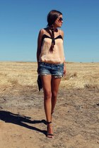 nude pull&bear top - navy H&M shorts