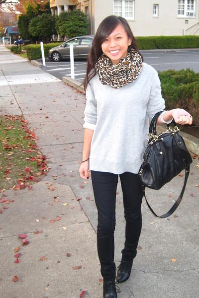 black Gucci purse - black oxford booties Nine West shoes