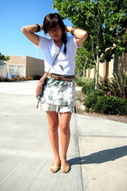 Hanes t-shirt - vintage belt - UO purse