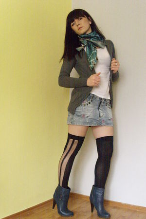 Terranova shirt - gray Zara sweater - Mango t-shirt - Polzela stockings - Retro