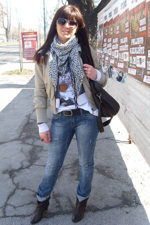 beige Tally Weijl jacket - H&M t-shirt - Mango - New Yorker jeans - Ray Ban sung