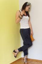 Zara pants - Zara t-shirt - Retro shoes - Urban Republic - bracelet - scarf