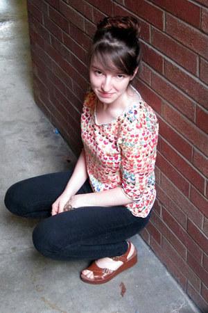 beige floral knit DIYed shirt - dark gray jeans - light brown Korks sandals
