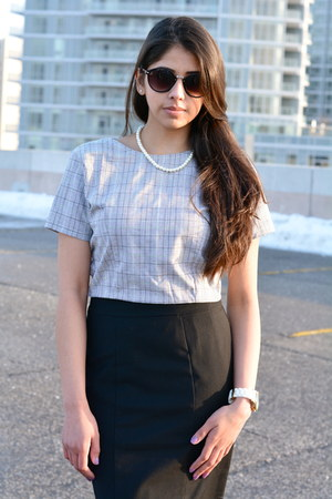 heather gray cropped Mian top - black pencil H&M skirt
