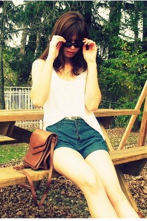 top - belt - f21 shorts - brothers sunglasses -