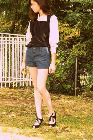vintage blouse - f21 shorts - poetic licence