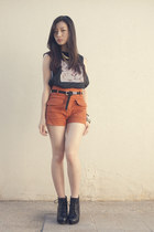 high-waisted Nava shorts - muscle shirt CROW top