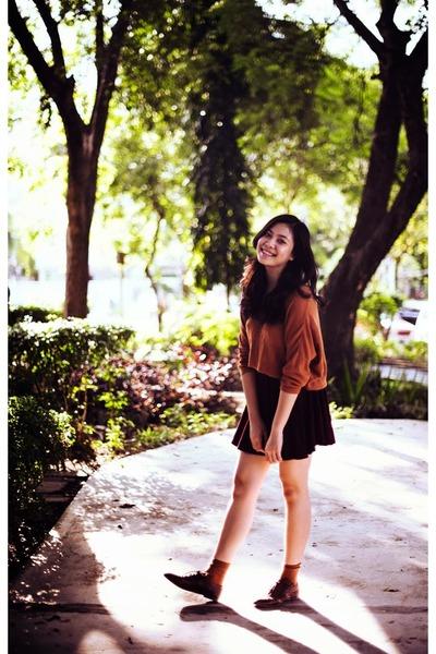 maroon UM skirt