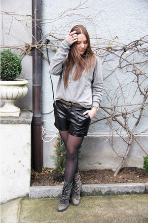 gray mjus boots - black New Yorker shorts - heather gray JJBenson jumper