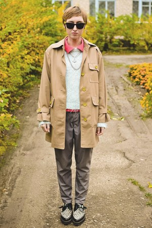 beige vintage coat - creepers Underground boots - flea market pants