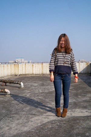 navy Mommys sweater - navy Zara jeans
