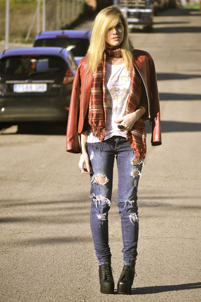 Forever 21 t-shirt - Jeffrey Campbell boots - Forever 21 jeans