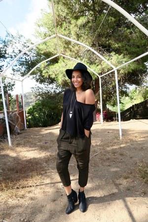 black floppy hat Nasty Gal hat - black loose v neck Topshop top