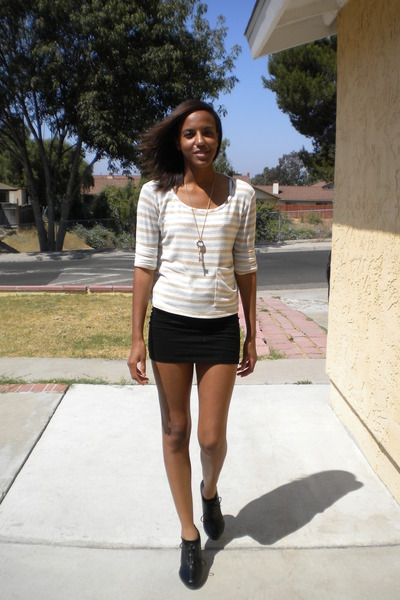 Forever 21 necklace , Forever 21 sweater , mini skirt H\u0026M skirt