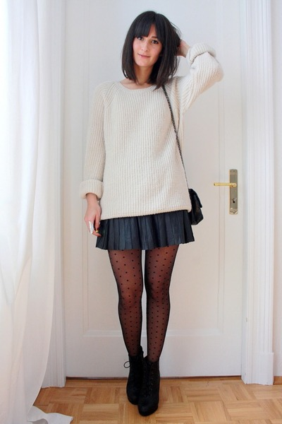 ivory oversized H&amp;M sweater - black mini skirt Express skirt