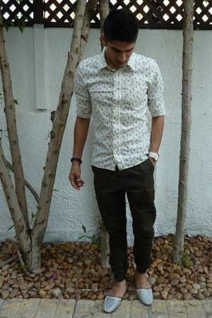 silver De Si shoes - olive green Topman pants - cream h and em shirt