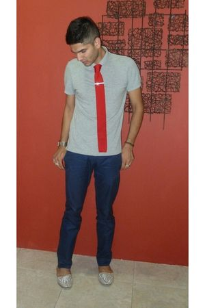 silver alladin shoes - blue H&M pants - red Macys tie - silver H&M t-shirt