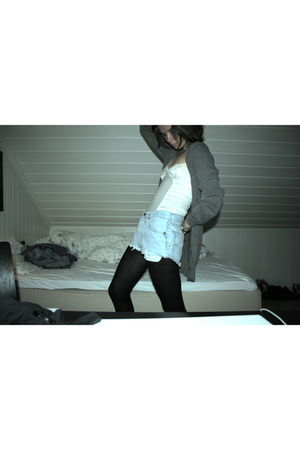 blue vintage levis shorts - white lindex top - gray old one cardigan - black H&M