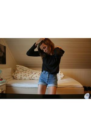 black Bik Bok blouse - blue Vintage Levis Urban Outfitters shorts