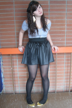 black accessories - gray t-shirt - black skirt - gold shoes - gold earrings - go