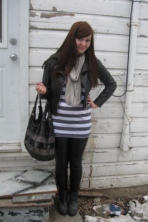 black leggings - white H&M shirt