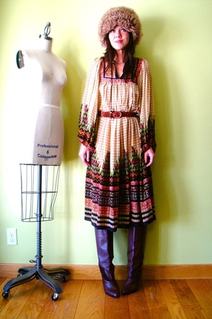 orange vintage dress - brown vintage hat - brown vintage boots