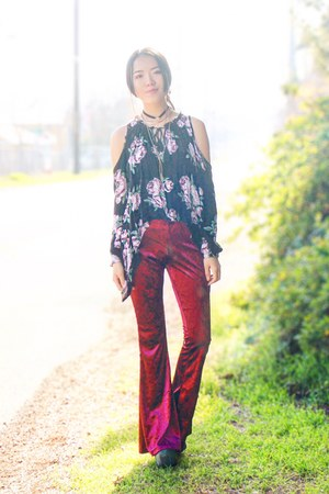 ruby red Rue 21 pants - black Rue 21 blouse