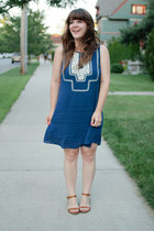 blue modcloth dress - tawny madewell sandals