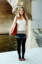 ivory Chicwish top - tawny madewell bag - blue American Eagle shorts