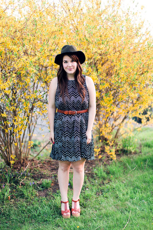 black pitaya dress - black Moorea Seal hat - tawny Blowfish Shoes heels