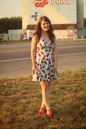 sky blue modcloth dress - red modcloth heels