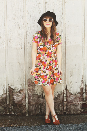 orange modcloth dress - black Moorea Seal hat - off white zeroUV sunglasses