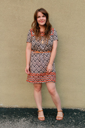 tawny madewell sandals - dark gray red clover dress - tawny Forever 21 belt
