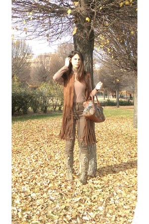 brown maripaz boots - brown Stradivarius bag - brown Bershka pants
