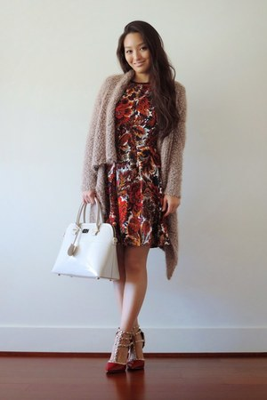 brick red paisley OASAP dress - tan pauls boutique bag