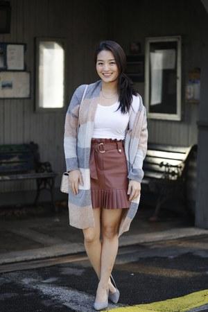 salmon pleated pencil Zara skirt - white crop free people top