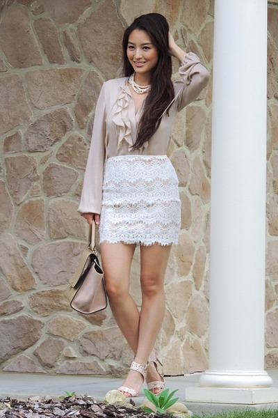 Camel-oasap-bag-white-lace-forever-21-skirt