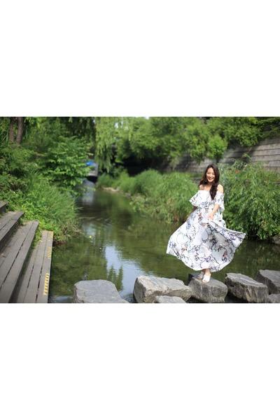 white floral maxi saks dress