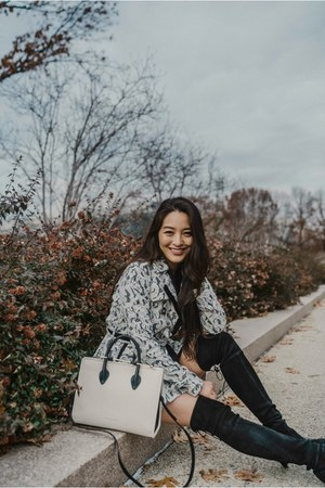 black stuart weitzman boots - white Strathberry bag